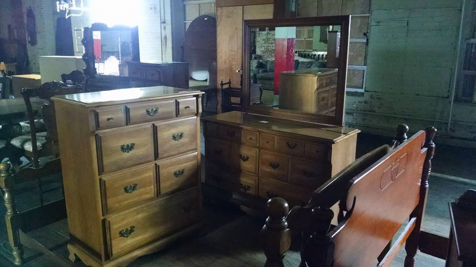 Delong S Furniture Pre Owned Bedroom Furniture